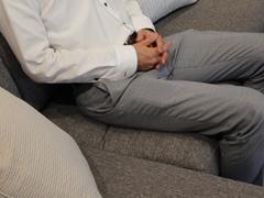 可動ヘッドレスト付きコンパクトカウチソファーMoln(モルン)の座面クッションの様子